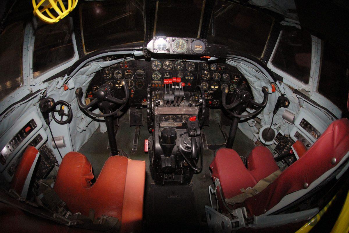 RC 121 Cockpit